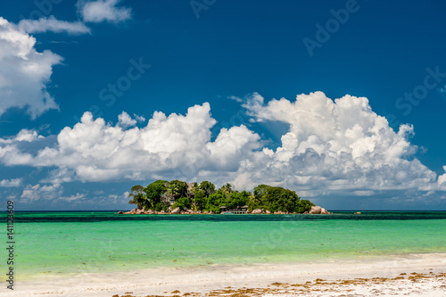 Tuinposter Tropical strand Tropical island at Seychelles
