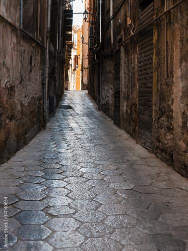 Fototapeten Schmale Gasse old narrow street with in Palermo city