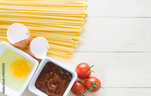 Stampa su Tela  spaghetti with ingredients for cooking