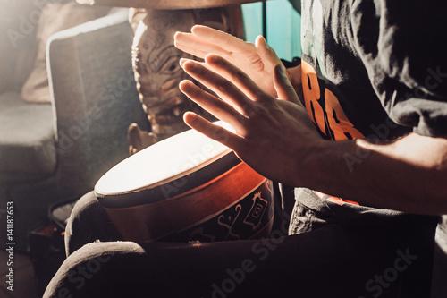 Fotografía  Playing the drum