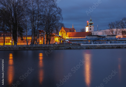 Papiers peints Rouge, noir, blanc Black and white tower in Ceske Budejovice with river, night scene.