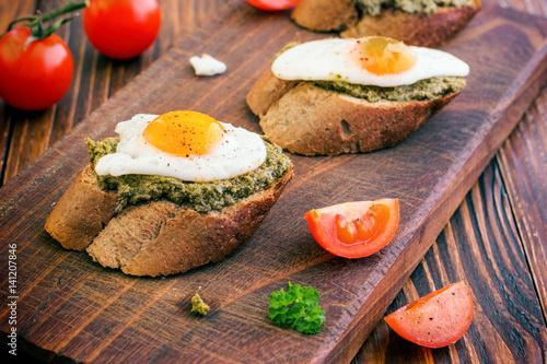 Foto op Plexiglas Gebakken Eieren Sandwich With Fried Eggs and Pesto Sauce