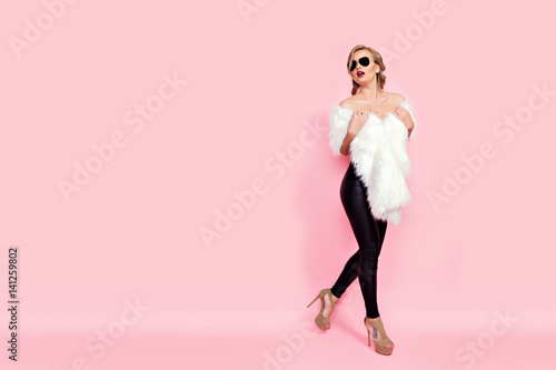 Fotografia, Obraz Portrait of glam girl in white fur and sunglasses on pink background