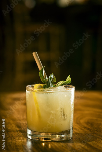 mint julep cocktail drink in bar Canvas-taulu