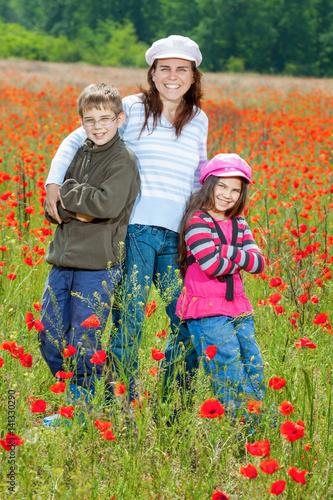 Fotografia, Obraz  Vintage family on the poppy meadow