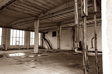 FototapetaAlte verlassene und verfallende Werkshalle