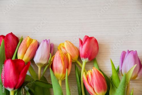 In de dag Tulp tulips on light wood background