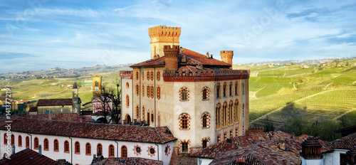 Photo Panorama of Barolo (Piedmont, Italy) with the town, the medieval castle and the