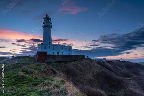Fototapeten Leuchtturm Twilight at Flamborough Head Lighthouse / Flamborough Head is an eight mile long promontory on the Yorkshire coastline. It is a chalk headland, with sheer white cliffs
