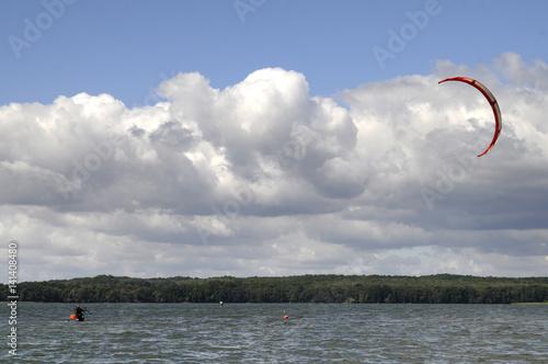 Photo  kitesurfing na jeziorze drawskim