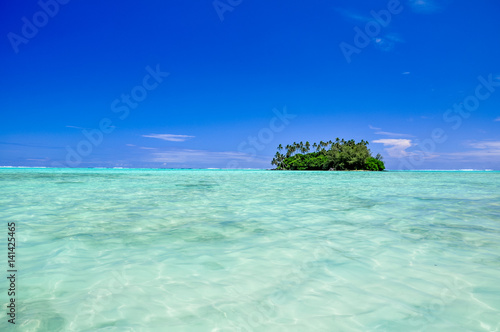 Fotografía  Stunning view of Motu Taakoka, a small island in the lagoon of Rarotonga near Muri Beach