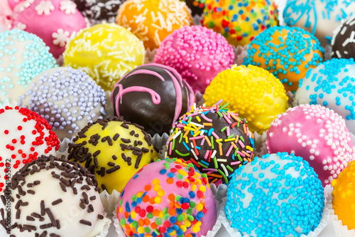 Poster Confiserie Different colorful cake balls with decorative sprinkles