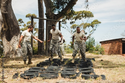 Foto auf AluDibond Camping Trainer giving training to military soldiers