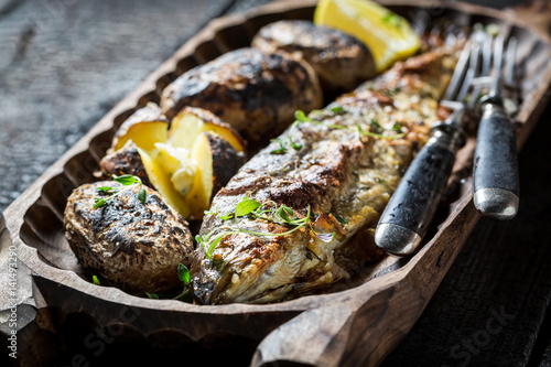 Carta da parati Homemade potatoes and trout fish with herbs and butter