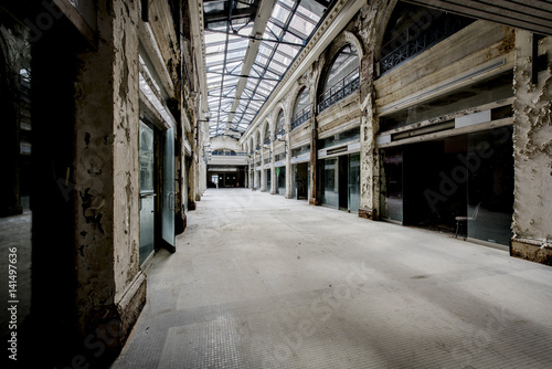 Tuinposter Oude verlaten gebouwen Abandoned Shopping Mall - Dayton, Ohio