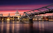 Dramatischer Sonnenuntergang Hinter Der St. Pauls Kathedrale In London