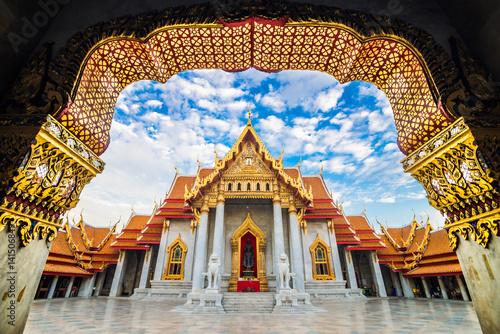 Foto op Canvas Bangkok Marble temple wat benchamabophit blue sky