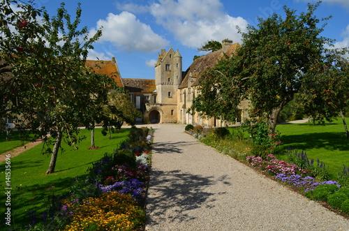 Zdjęcie XXL Dawny klasztor św. Gabriela w Saint-Gabriel-Brécy (Calvados - Normandia)