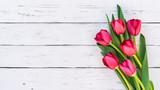 Fototapeta Tulipany - Tulpen Rot Blumen Strauss Frühling Ostern Holz Hintergrund weiss