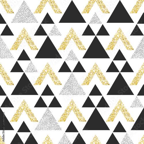 zlocisty-geometryczny-trojboka-tlo-streszczenie-wzor-z-trojkatow-w-zloto-i-ciemnoszary