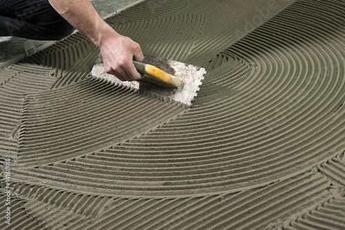 Obraz Worker Applying Ceramic Glue     - fototapety do salonu