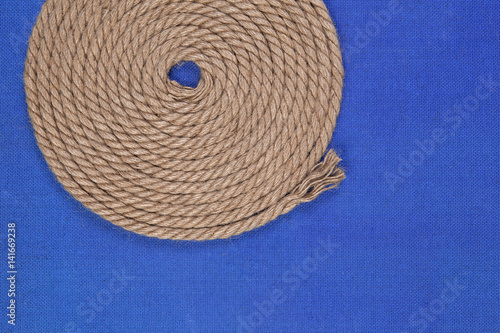 Photo  Ship rope on blue background, top view with copy space