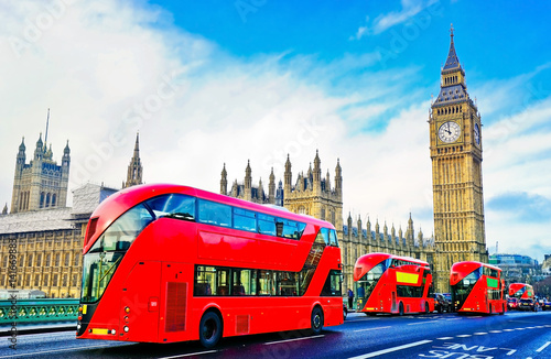 Poster Londres bus rouge View of the Houses Parliament from Westminster Bridge with several city buses passing through in London