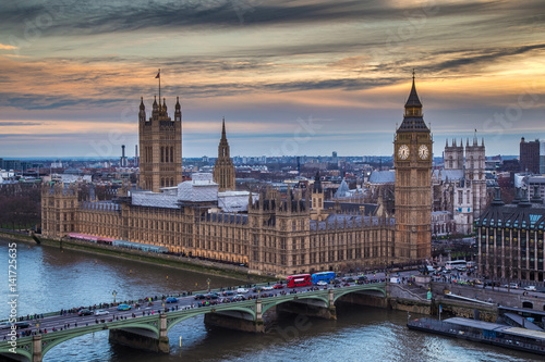 Fotografía  London, England - The famous Big Ben with Houses of Parliament and Westminster B