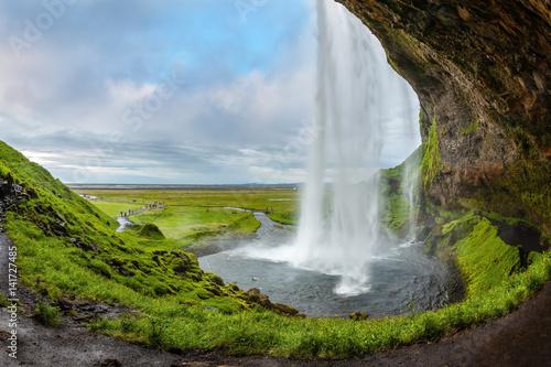 Keuken foto achterwand Watervallen Sunny day in the Arctic