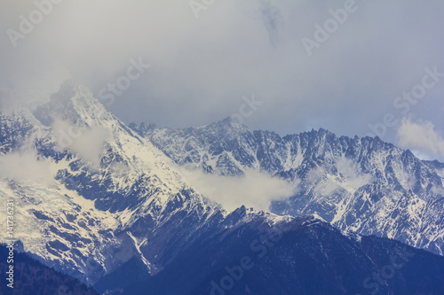 Poster Glaciers Meili snow mountain and glacier, view from Feilai temple, Deqing, Yunnan, China
