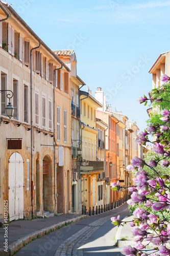 Papiers peints Con. ancienne old town street of Aix en Provence at spring day, France