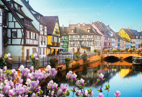 Photo canal of Colmar, most famous town of Alsace at spring day, France