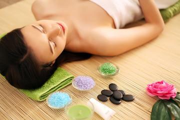 Obraz na płótnie Canvas Woman having relaxing facial massage.