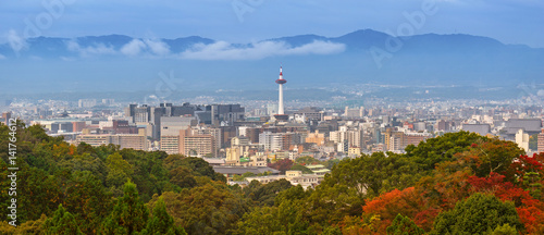 Poster de jardin Kyoto Cityscape of Kyoto with tower and autumn trees in Japan