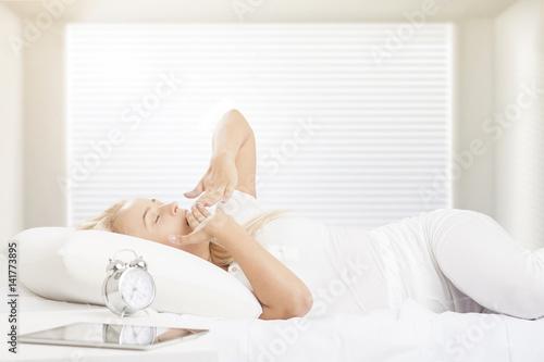 Fotografie, Obraz  Girl waking up