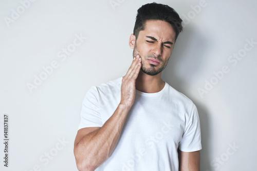 Fotografía  Portrait young man touch cheek
