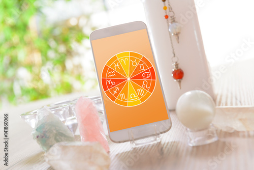 Photo Modern astrology concept with mobile