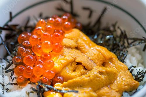 japonskie-danie-z-ikry-lososia-z-ryzem