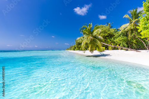 Fotografia  Beautiful perfect tropical beach scenery backgrounds blue sea lagoon sky clouds