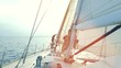 Mann auf Segelyacht / Segelboot segelt in die Abendsonne