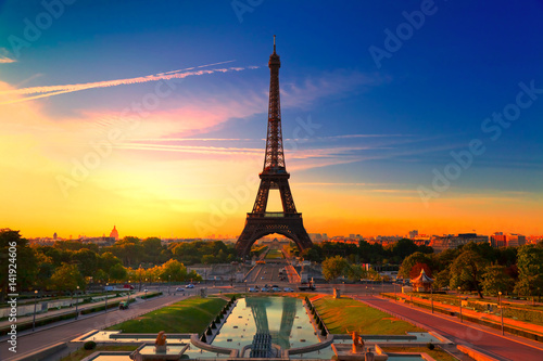 Poster Tour Eiffel Eiffel Tower in Paris at Sunrise, France