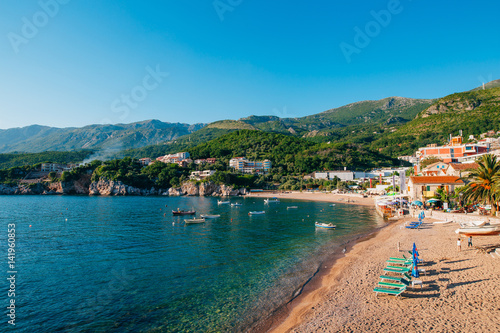 Foto auf Gartenposter Stadt am Wasser Przno, Montenegro. Beach, sun beds and umbrellas on the beach, the beach line.