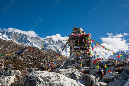 Fotografía  Memorial to all who died while climbing Everest, Khumbu, Nepal