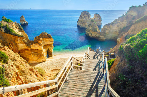 Poster Miel Wooden footbridge to beautiful beach Praia do Camilo near Lagos