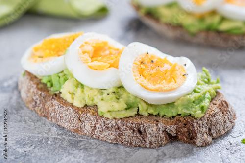 Plakat Tosty z awokado i jajkiem