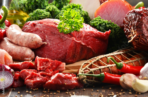 Viande Variety of meat products including ham and sausages