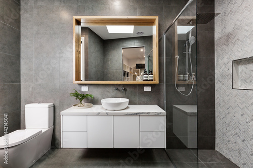 Foto  Modern designer bathroom with herringbone shower tiling