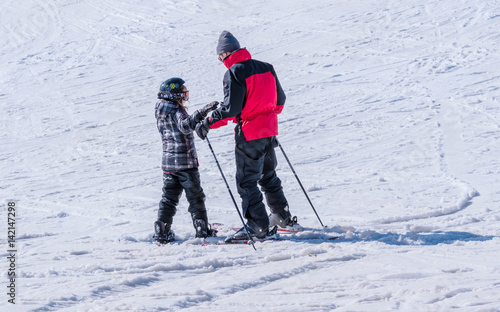 Foto auf AluDibond Wintersport People are enjoying downhill skiing and snowboarding