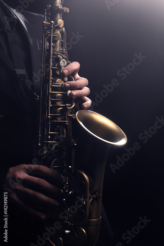 Stickers pour porte Musique Saxophone player Saxophonist playing sax alto. Musical instruments