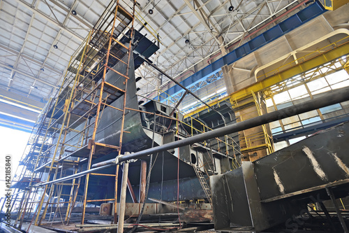 Papel de parede Ship building  inside of shipyard
